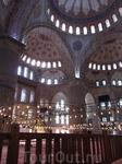 Султанахмет изнутри отделана изникской плиткой