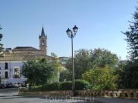 Мы почти дошли до нового города, напоследок увидев еще церковь San Salvador XVIII века постройки. Красивая остроконечная колокольня была построена уже ...