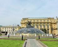 Очень красивый фонтан &quotЧасы мира&quot на Манежной площади