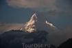 Аннапурна I (8091 м) — первый «восьмитысячник», покорившийся человеку. Вид из нашего окна)))
