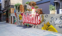 Граффити - это отдельная тема этого города, как и комиксы, в принципе)