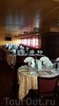 это один из ресторанов корабля на средней палубе.
