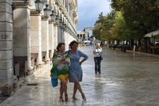 Самая дорогая улица Керкиры, копия одной из улиц Парижа. В старые времена по ней разрешалось гулять только знатным горожанам.