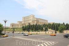 Бухарест. Парламент. одно из самых больших административных зданий мира.
