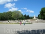 Вид на памятник в приморском парке с другой стороны.