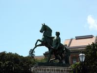 Клодтовы конные статуи с Аничкова моста — подарок Николая I королю Неаполя.