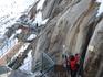 В 2000 году ледник доходил до этой отметки, сейчас он ниже метров на 50