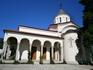Храм  Покрова Пресвятой Богородицы построен в псевдо-грузинском стиле
