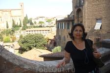 На мосту в Сиене,вдали базилика  Сан-Доменико.