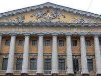 Адмиралтейство. Все фасады здания украшены скульптурами с общей темой - слава русского флота.