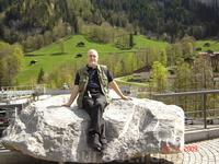 Долина Лаутербруннен знаменита 72 водопадами. На склоне - знаменитые шале.