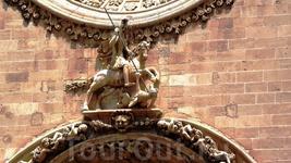 Св. Георгий на фронтоне San Francisco