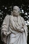 Статуя Монтеня на эспланаде  Кенконс.