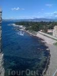 Лазурный берег — это примерно 300 км побережья Средиземного моря.