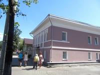А этот домик в середине Крестовой