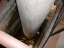 Колонна внутри храма-показана глубина раскопок и туда бросают монетки...