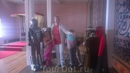 В Рыцарском зале  Детского замка можно нарядится в костюм рыцаря или фрейлины. Думаю, в детстве меня бы было не оттащить от этих костюмов....