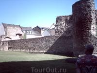 сохранившаяся стена монастыря кармелитов