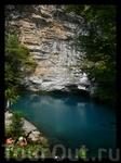 Голубое озер. площадь его всего лишь 180 квадратных метров, но глубина доходит до 76 м.