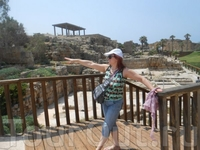 2000 лет назад этот город -порт на Средиземном море построил царь Ирод.  Великолепно сохранились его надводная и, ушедшая под воду, древние его части