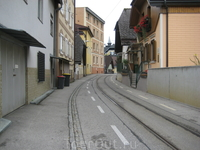 Улица Гмундена с трамвайной линией.