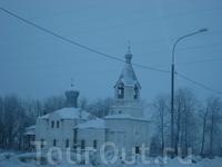 Налево взглянешь церквушки пошли - значит земля русская под ногами...