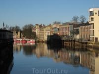 Вот такой Йорк в декабре солнечный. Река в центре города.