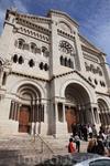 А в этой церкви венчались принц Рене и  Грейс Келли