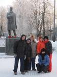 У памятника поэту Николаю Рубцову.