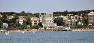 Вид на город со стороны порта Анцио