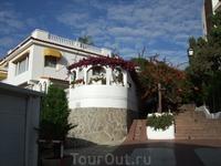 Пуэрто де ля Крус. На улицах города. Поскольку наш отель находился на горе. то к побережью нужно было спускаться вот по такой лестнице...