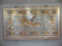 Археологический музей Ираклиона. Фреска из Кносского дворца &quotИгры с быком&quot.