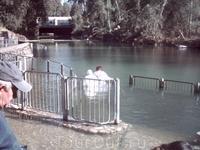 Конец ноября, а вода теплаяЭто не озеро Кинерет, а река Иордан в райне Ярденита