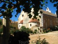 Название монастыря возникло от имени Аркадия. При венецианцах в нем совершали подвиг веры около 300 братьев.