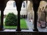 В клуатре бализики сохранились лишь три части крытой аркады,  сооружения 12 века, они  были построены Герхардом  фон Аре. Северная, четвертая, часть аркады ...