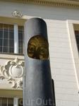 Столб с маской