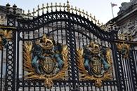 Шикарные ворота Букингемского дворца.