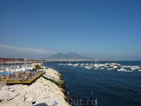 Средиземноморье.. В дымке Везувий..