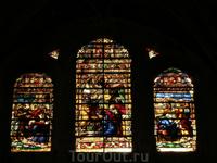 До подъема на колокольню у меня было время побродить по собору и полюбоваться его внутренним убранством. Витражи собора (65 произведений искусства) создавались в три разных периода (16, 17 и 20-м века
