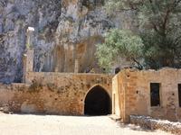 п-ов Акротири. Заброшенный монастырь Католикон