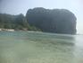 Вид на Рейли Пра Нангт со стороны воды, с островка напротив
