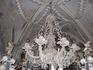 Кутна Гора, костница. Люстра из костей. Жутковато