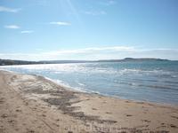 Больше всего покорил пляж и море в Курортном. Немноголюдный, ракушечник о-очень мелкий как песок.В Голубицкой и вода мутнее и ракушечник более крупный ...