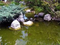 Японский садик разбит на берегу Средиземного моря