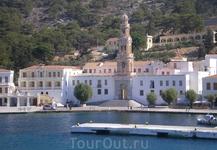 После посещения Ано-Сими, наш лайнер причалил к Панормитскому монастырю, расположившемуся на южной стороне острова Сими