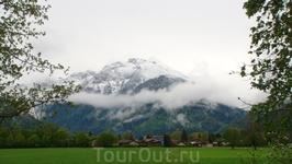 Швейцарские Альпы заволокло туманом