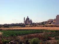 Гозо. Храм в огородах