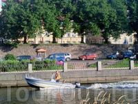 Эх, прокатиться бы по рекам да посмотреть окресности, куда на машине не попасть... кстати, мы успели пообщаться с капитаном небольшого катера, можно арендовать ...