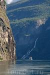 Гейрангер-фьорд - небольшой, 20-ти километровый, но очень красивый.