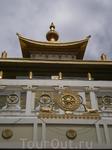 Колесо Сантары  и две  коленопреклоненные лани - знак Будды